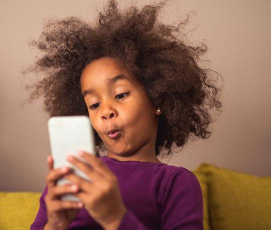 Sådan bruger du børnesikring på telefoner og tablets