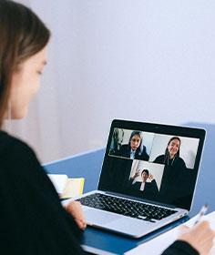 Sådan holder du videomøder hjemmefra - 10 gode råd