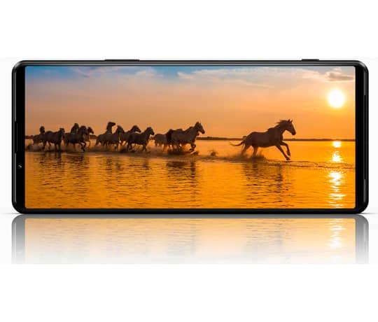 Verdens første smartphone med en 4K HDR OLED 120Hz skærm